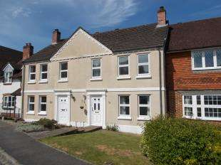 3 Bedrooms Terraced House for sale in Poplar Way, Midhurst, West Sussex
