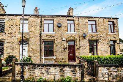 3 Bedrooms Terraced House for sale in Longcroft Street, Golcar, Huddersfield, West Yorkshire
