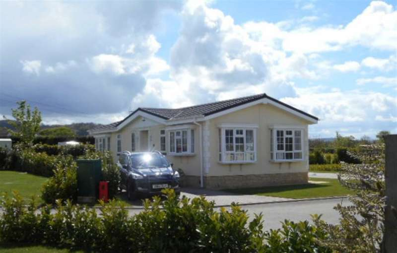 2 Bedrooms Park Home Mobile Home for sale in Long Carrant Park, Cheltenham Road, Ashton-Under-Hill, Worcestershire, WR11 7QP