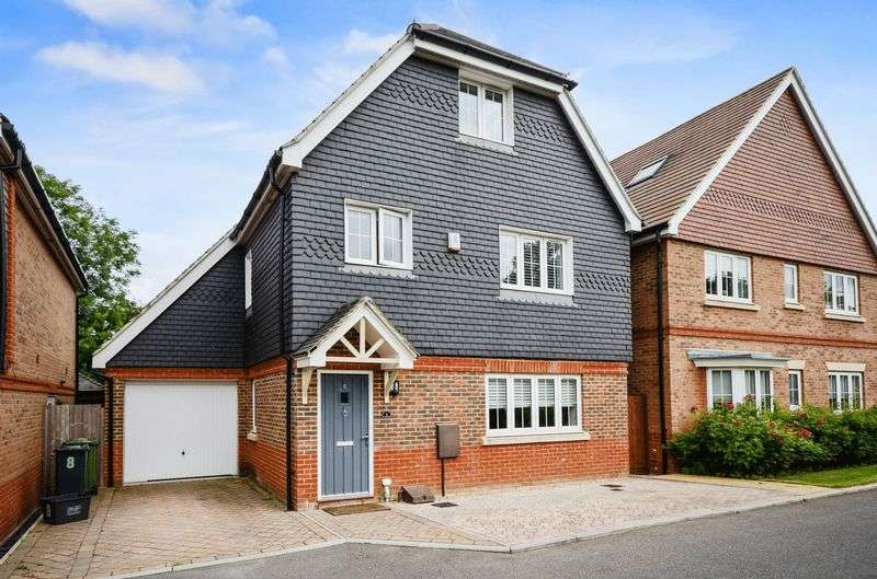 5 Bedrooms Detached House for sale in Ash Close, Nork, Banstead