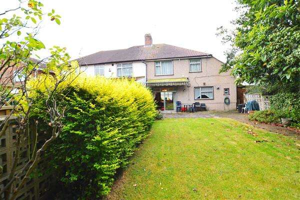 4 Bedrooms Semi Detached House for sale in Broad Walk, Heston
