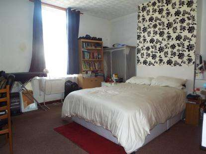 2 Bedrooms Terraced House for sale in Andrew Street, Bury, Greater Manchester, BL9
