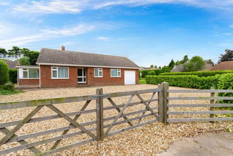 3 Bedrooms Detached Bungalow for sale in New End, Hemingby