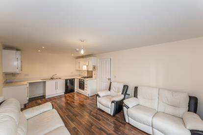 2 Bedrooms Flat for sale in Hucklow Drive, Warrington, Cheshire, Uk, WA1