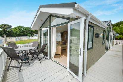 2 Bedrooms Mobile Home for sale in Shorefield Road, Downton, Lymington