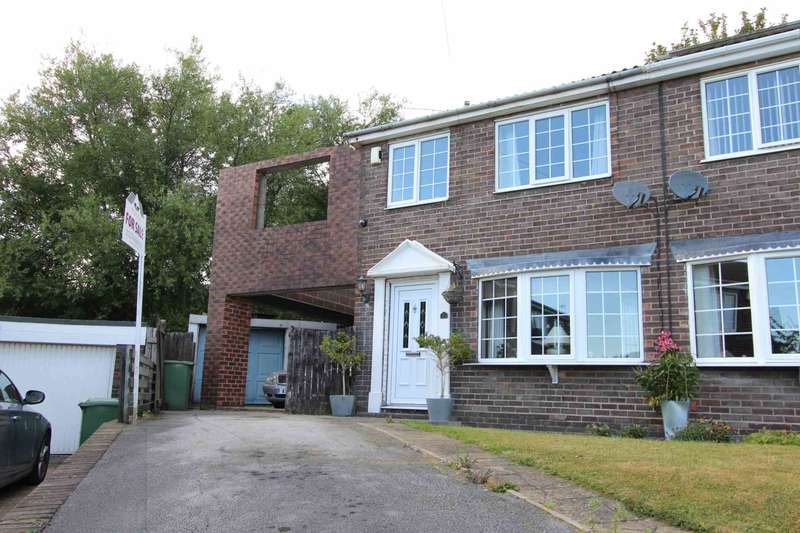 3 Bedrooms Semi Detached House for sale in Moorgate Avenue, Kippax