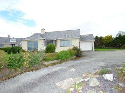 2 Bedrooms Bungalow for sale in Muriau Estate, Criccieth, Gwynedd, LL52