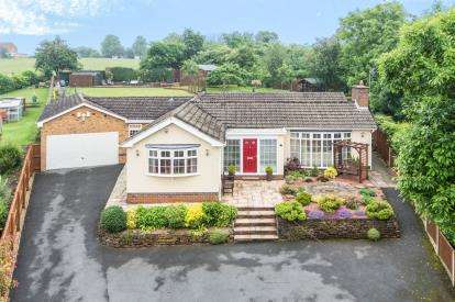 4 Bedrooms Bungalow for sale in Cranleigh Drive, Lowdham, Nottingham, Nottinghamshire