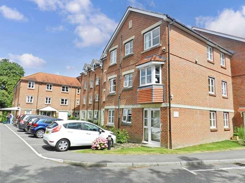 1 Bedroom Retirement Property for sale in Archers Court, Salisbury, SP1 3WE
