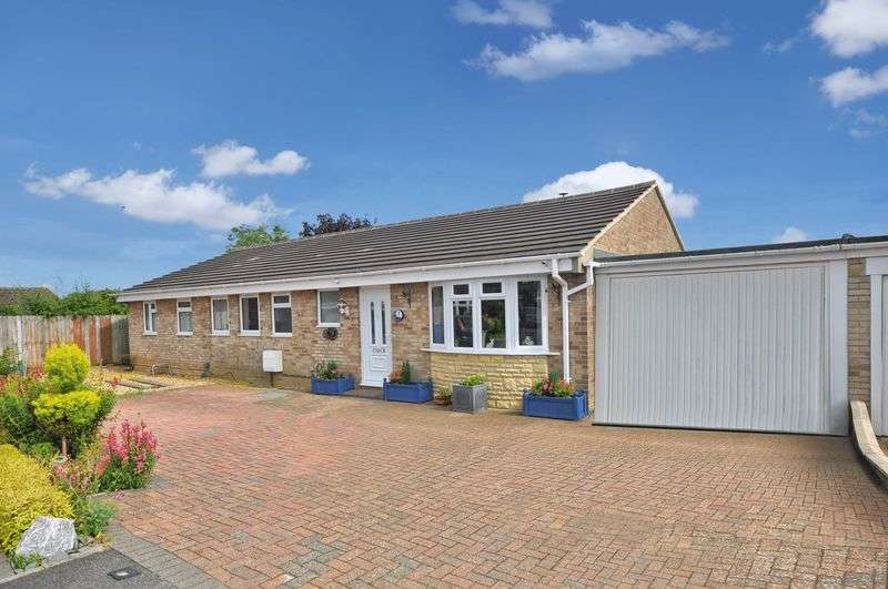 3 Bedrooms Detached Bungalow for sale in Fleming Close, Bicester