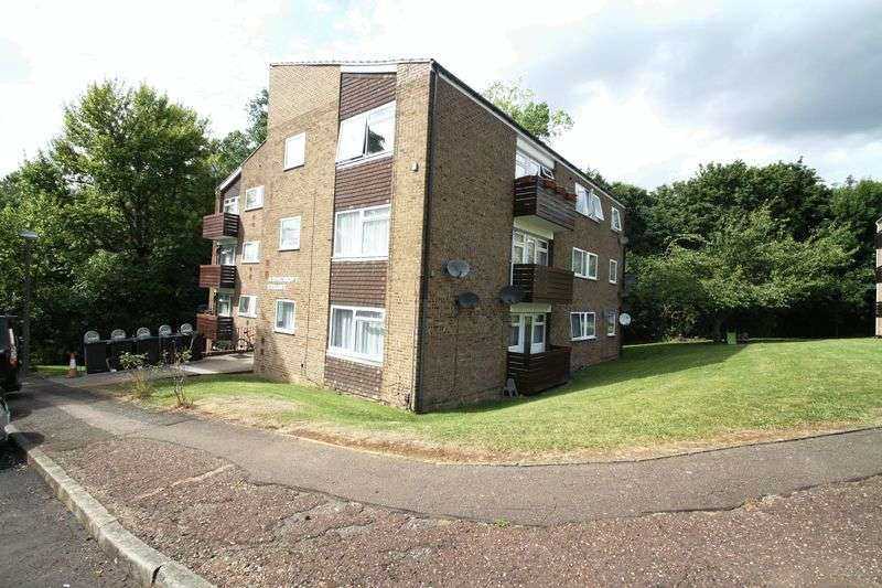 2 Bedrooms Flat for sale in Ashcroft Court, Fern Drive, Hemel Hempstead