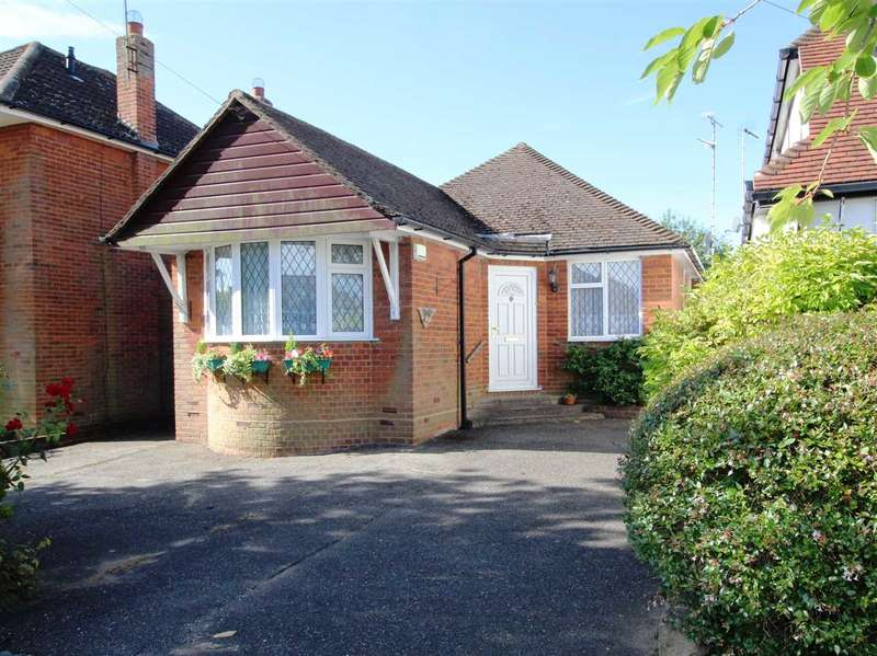 3 Bedrooms Detached Bungalow for sale in Rochford Avenue, Shenfield