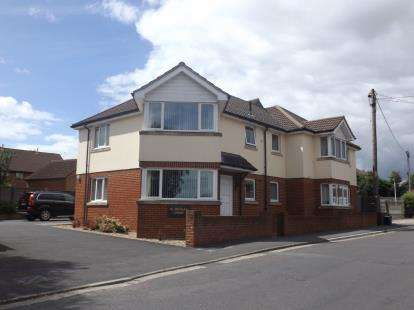 2 Bedrooms Flat for sale in St. Michaels Avenue, Yeovil, Somerset