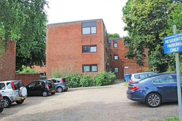 2 Bedrooms Flat for sale in Rainsford Close, Stanmore, Greater London