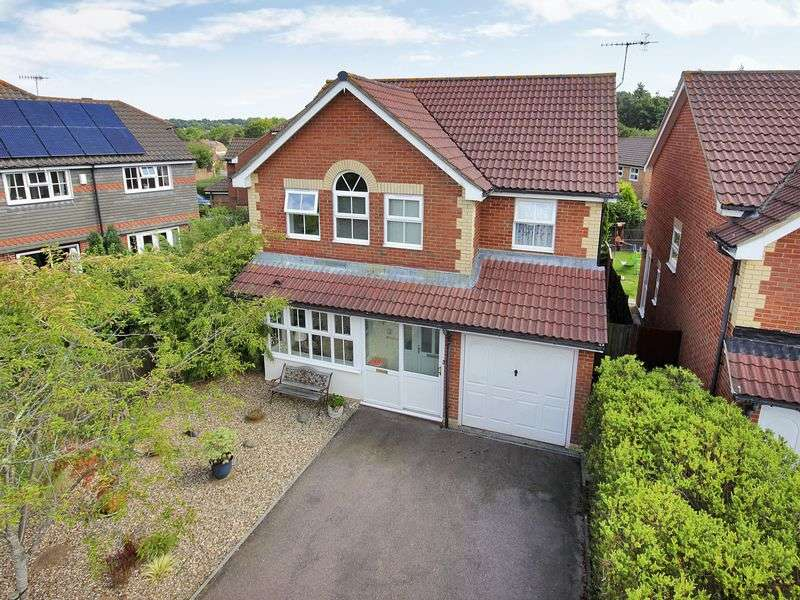 4 Bedrooms Detached House for sale in Gibbons Close, Maidenbower, Crawley, West Sussex