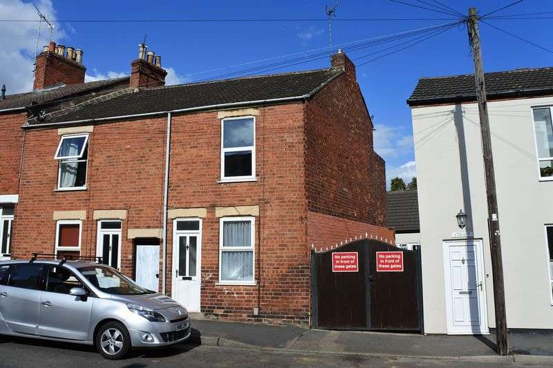 2 Bedrooms Semi Detached House for sale in Dudley Road, Grantham
