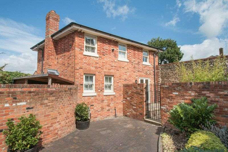 3 Bedrooms Detached House for sale in Basin Road, Chichester