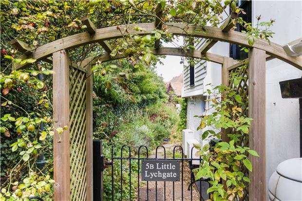 2 Bedrooms Semi Detached House for sale in Church Street, BEXHILL-ON-SEA, East Sussex, TN40 2HE
