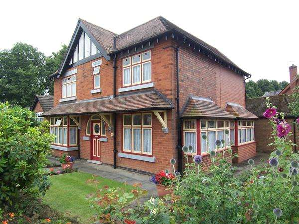 4 Bedrooms Detached House for sale in Ilkeston Road,, Heanor