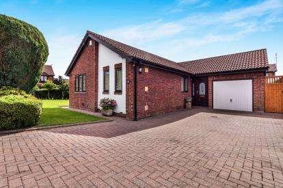 3 Bedrooms Bungalow for sale in Selkirk Grove, Northburn Lea, Cramlington, Northumberland, NE23