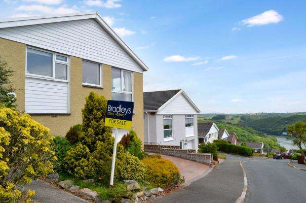 3 Bedrooms Detached Bungalow for sale in Portbyhan Road, Looe, Cornwall