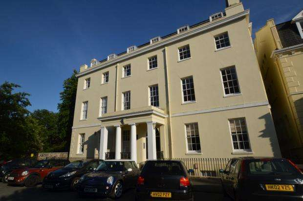 2 Bedrooms Maisonette Flat for sale in Lady Hamilton House, 9 - 10 Nelson Gardens, Plymouth, Devon