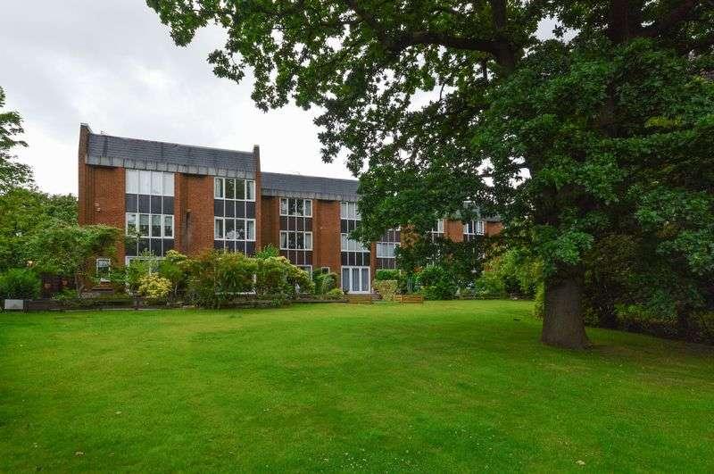 3 Bedrooms Terraced House for sale in 13 Regis Court, Barnton, Edinburgh, EH4 6RG
