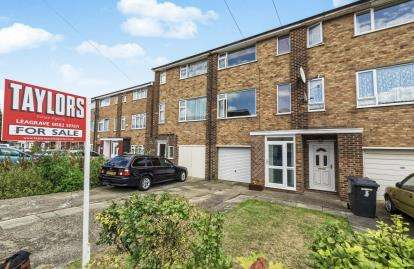 3 Bedrooms Terraced House for sale in Tenby Drive, Luton, Bedfordshire, Challney