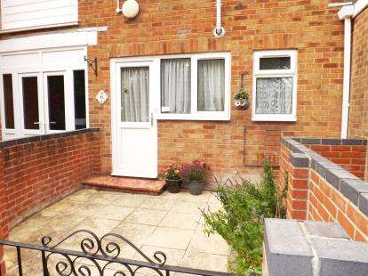 2 Bedrooms Flat for sale in Northwood Square, Fareham, Hampshire