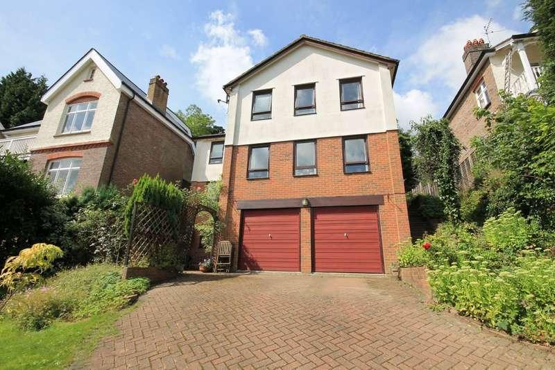 4 Bedrooms Detached House for sale in Laurel Dene, East Grinstead