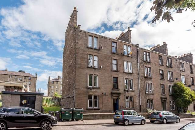 1 Bedroom Flat for sale in Dens Road, Dundee, Angus, DD3 7HZ