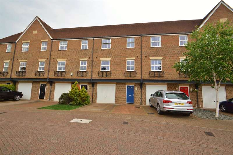 3 Bedrooms Property for sale in Medway Court, Aylesford