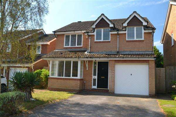 4 Bedrooms Detached House for sale in Suffolk Drive, Fareham