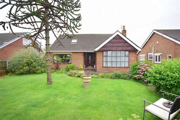 2 Bedrooms Detached Bungalow for sale in Singleton Avenue, LYTHAM ST ANNES, Lancashire