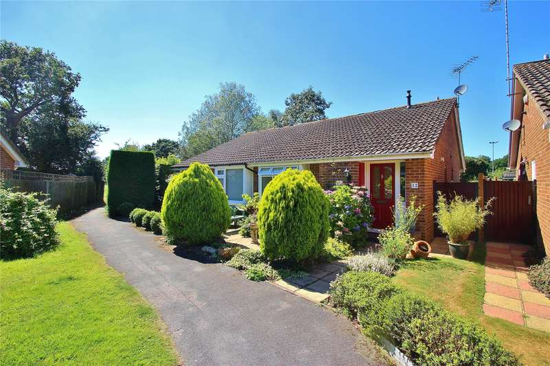 2 Bedrooms Semi Detached Bungalow for sale in Darvel Close, Horsell, Surrey, GU21