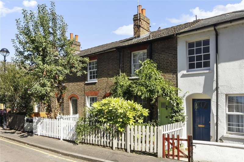 2 Bedrooms Terraced House for sale in Holly Road, Twickenham, TW1