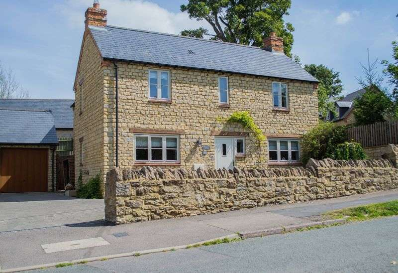 3 Bedrooms Detached House for sale in Church Street, Helmdon, Brackley
