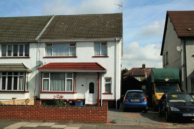 3 Bedrooms Semi Detached House for sale in St Johns Road, Newbury Park