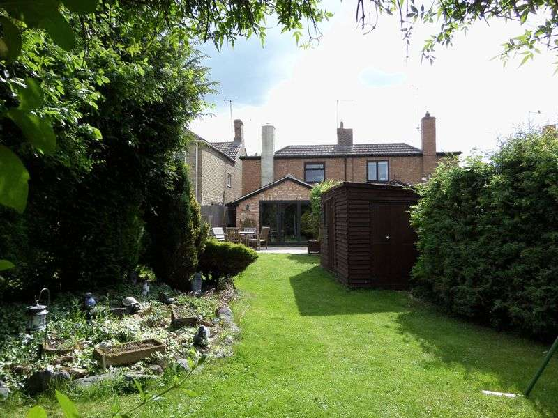 3 Bedrooms Semi Detached House for sale in Eastgate, Deeping St James