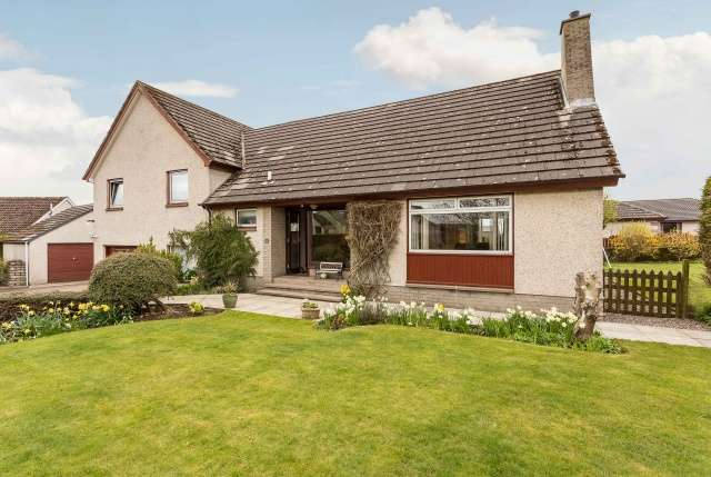 4 Bedrooms Detached House for sale in Carseview Terrace and Plot, Lunanhead, Forfar, Angus, DD8 3NS
