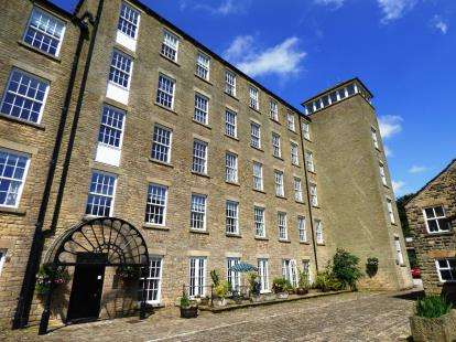 2 Bedrooms Flat for sale in Clough Mill, Slack Lane, Little Hayfield, High Peak