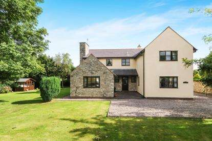 4 Bedrooms Detached House for sale in Ael Y Bryn, LLoc, Holywell, Flintshire, CH8