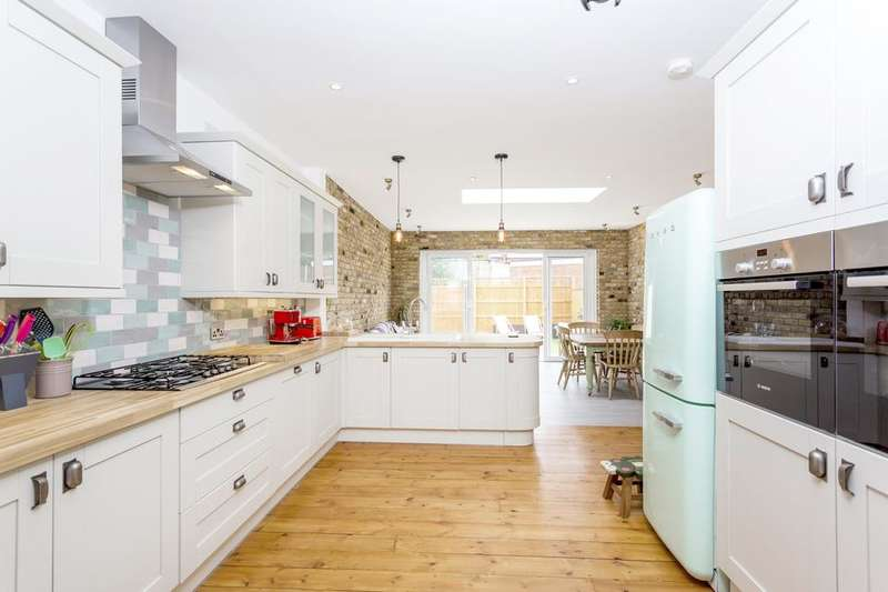 4 Bedrooms Terraced House for sale in Fernlea Road, Mitcham CR4
