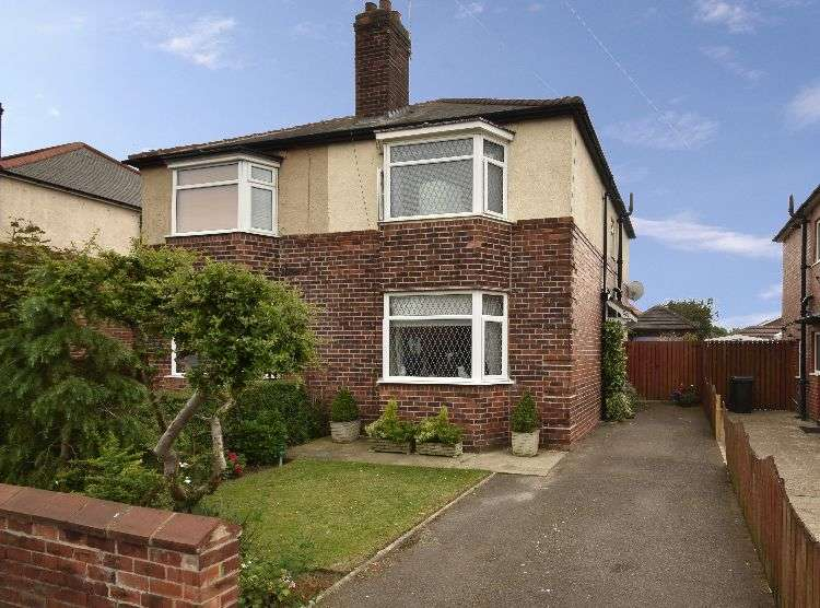3 Bedrooms Semi Detached House for sale in Brecklands, South Yorkshire, S60 4JL