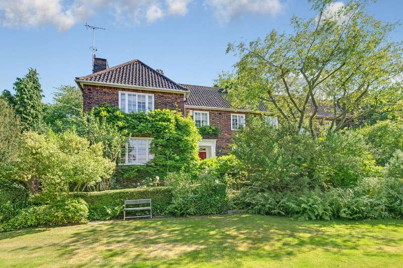 4 Bedrooms House for sale in Bunkers Hill, Hampstead Garden Suburb