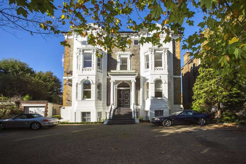 3 Bedrooms Flat for sale in Queens Road, TW10