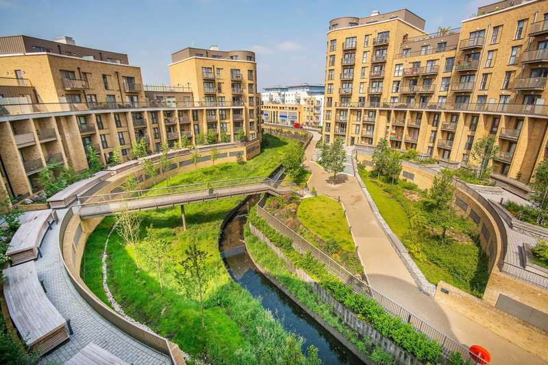 2 Bedrooms Flat for sale in Cabot Close, Croydon, CR0