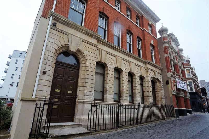 2 Bedrooms Maisonette Flat for sale in High Street, Chatham, Kent, ME4