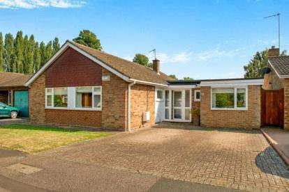 3 Bedrooms Bungalow for sale in Meadway, Harrold, Bedford, Bedfordshire