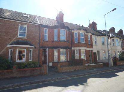 3 Bedrooms Terraced House for sale in George Street, Bletchley, Milton Keynes, Buckinghmshire
